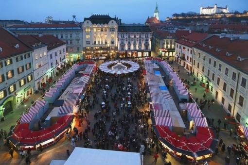 Vianočné trhy, Bratislava, Hlavné námestie