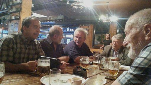 Utorňajšie posedenie rádioamatérov v reštaurácii Alfa odfotil Jozef, OM3JH