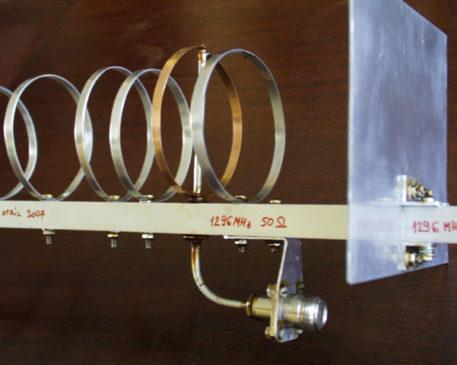 Reflektor a konektor antény na 23cm